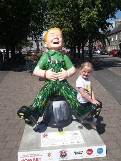 Murran Bertie, 5, from Kirriemuir with Oor Pete in Inverurie.