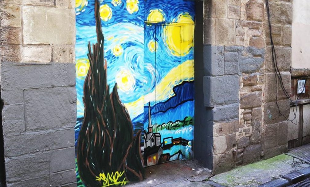One of the murals, in Coutties Wynd.
