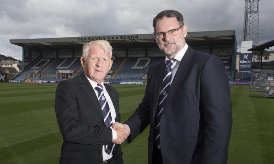 Gordon Strachan alongside Dundee chief John Nelms