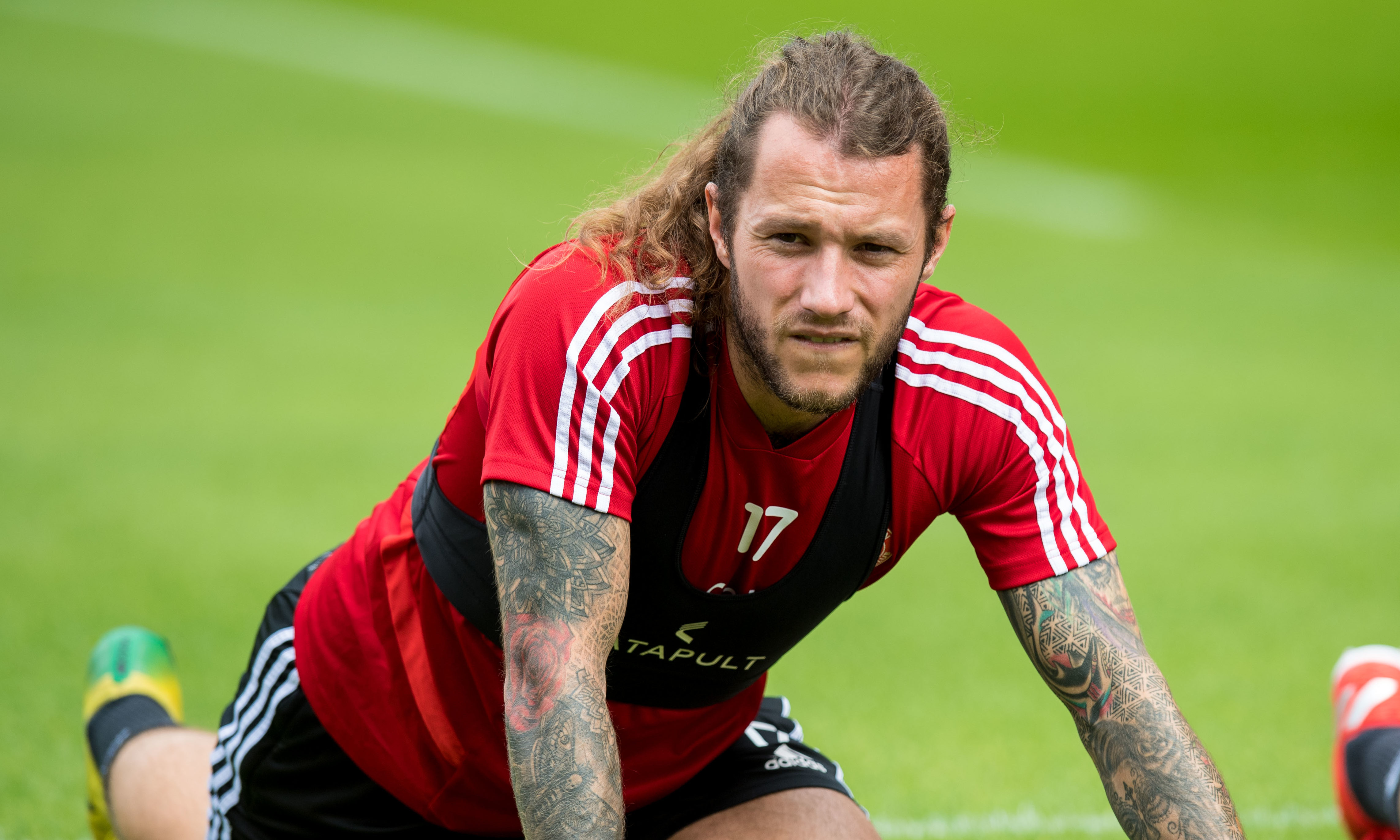 Stevie May playing for Aberdeen.