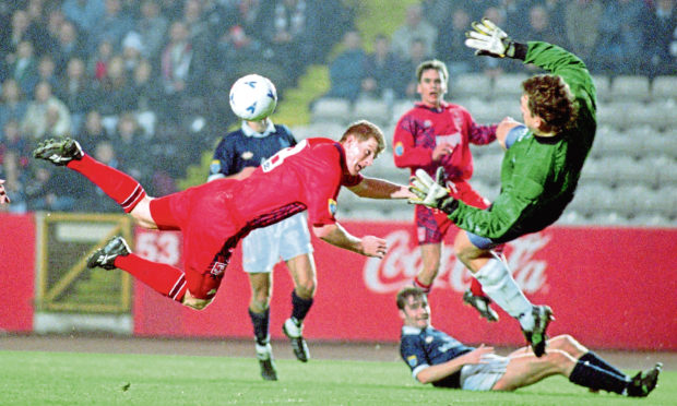 Duncan Shearer with a diving header for Aberdeen against Dundee in 1995.