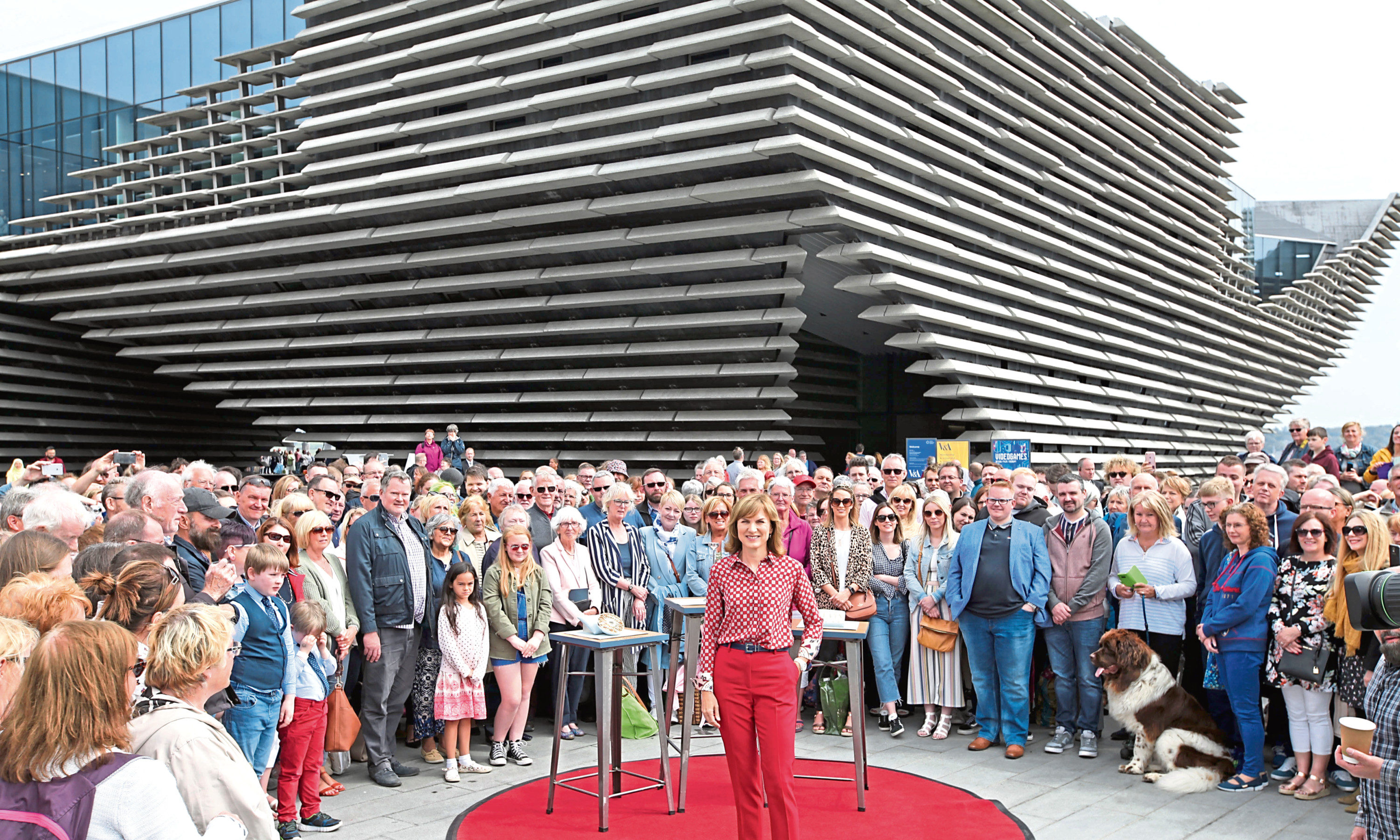Fiona Bruce brings the Antiques Roadshow to V&A Dundee.