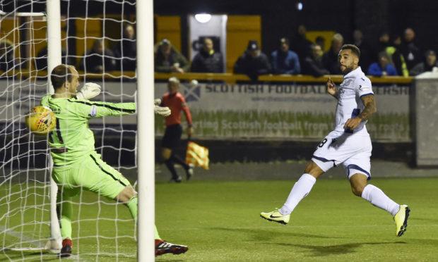 Kane Hemmings scores his second goal at Alloa.
