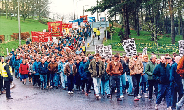 Strike supporters sweep down the Timex brae, placards in hand in 1993.