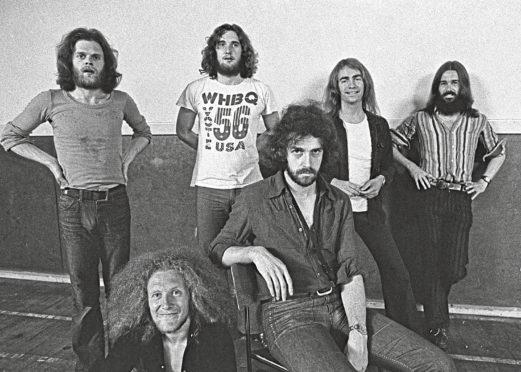Alan Gorrie, Hamish Stuart, Robbie McIntosh, Malcolm Duncan, Onnie McIntyre and Roger Ball.