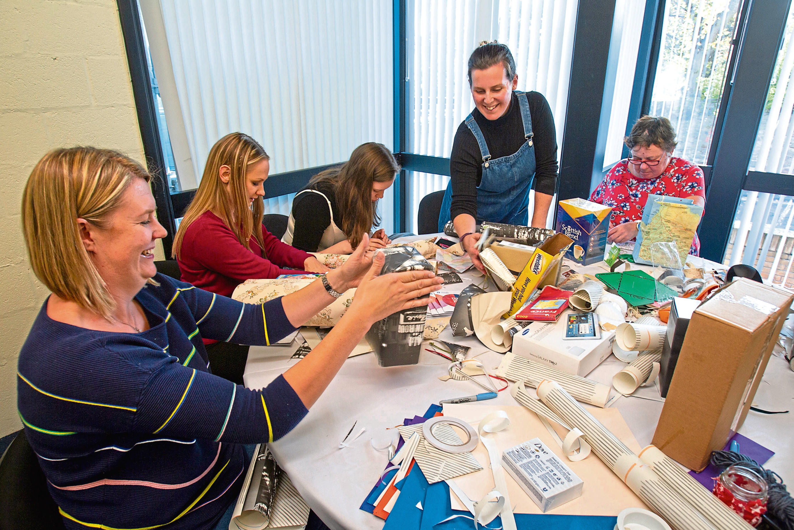 CR0015413  p3 news story on sat about the craft event and Sheanne Mulholland making bags and candle holders   ....Christmas feature on making presents with  Sheanne Mulholland  ....Pic Paul Reid