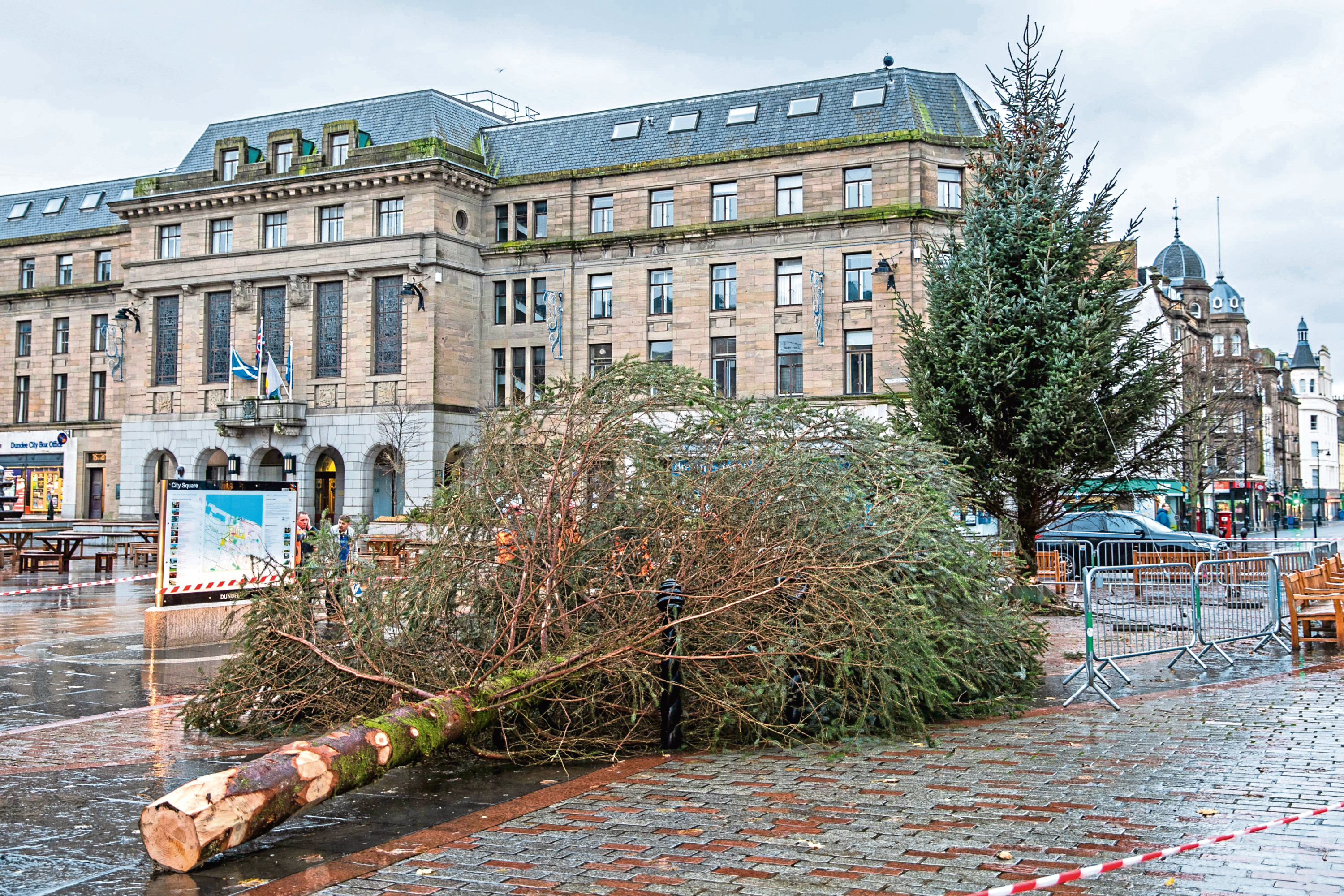Tree surgeons put a new Christmas Tree in place after uproar at previous tree.