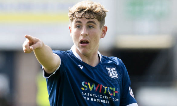 Fin Robertson has signed a new contract at Dundee.