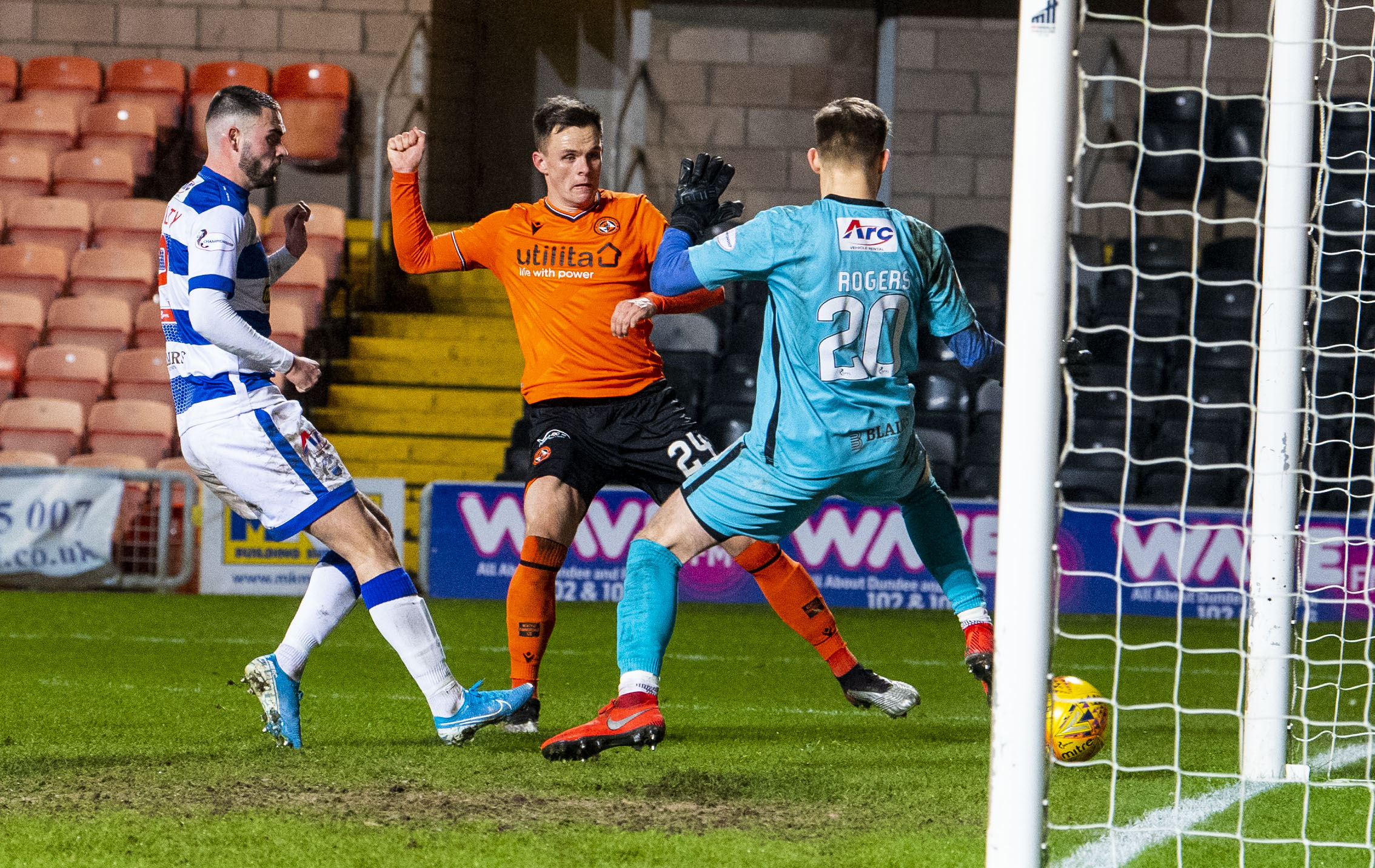 Lawrence Shankland scores to make it 1-1.