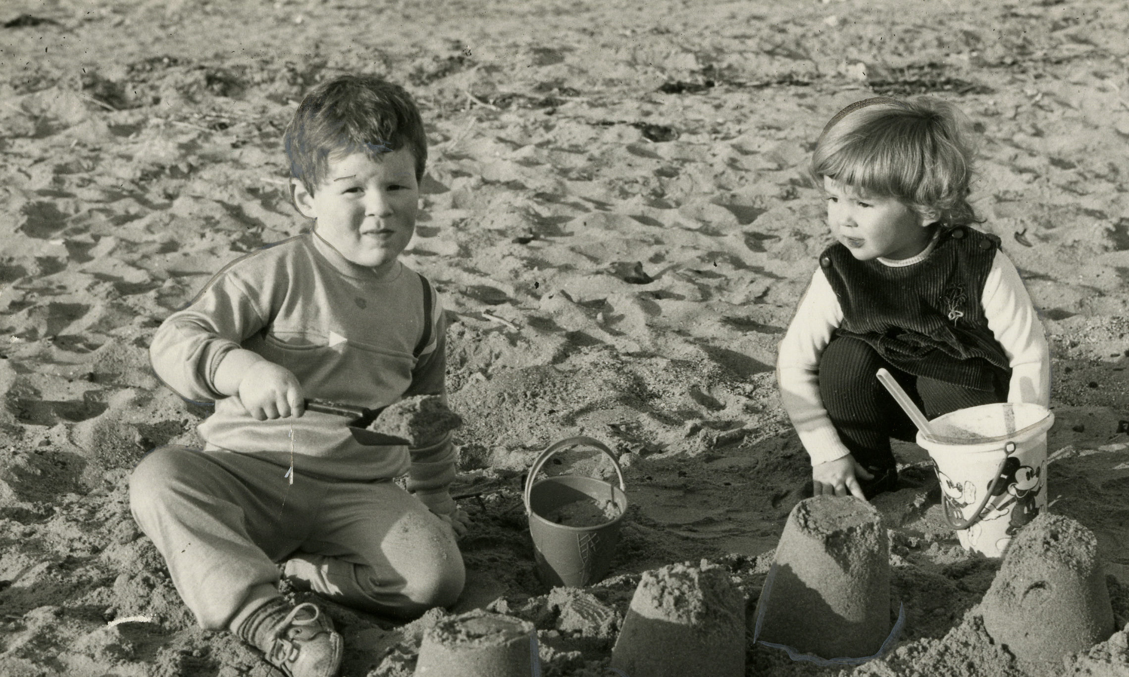 Two children playing in the sand at Broughty Ferry beach in October 1985.