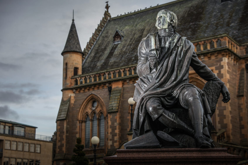 'Clean Rabbie's napper': Tele's call to Dundee City Council to get bird dirt off statue's head