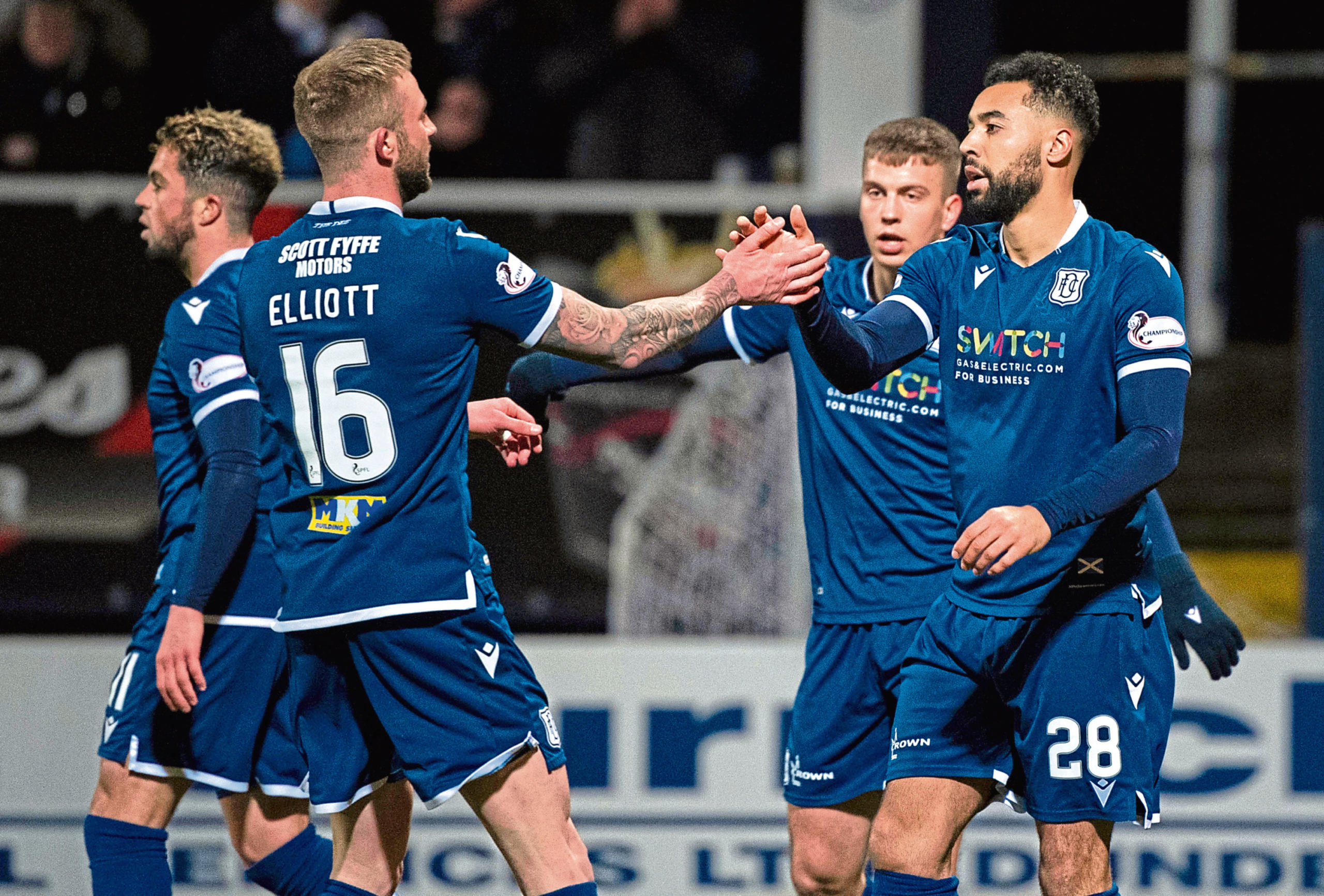 Kane Hemmings (R) and the rest of Dundee's remaining squad have agreed wage cuts.
