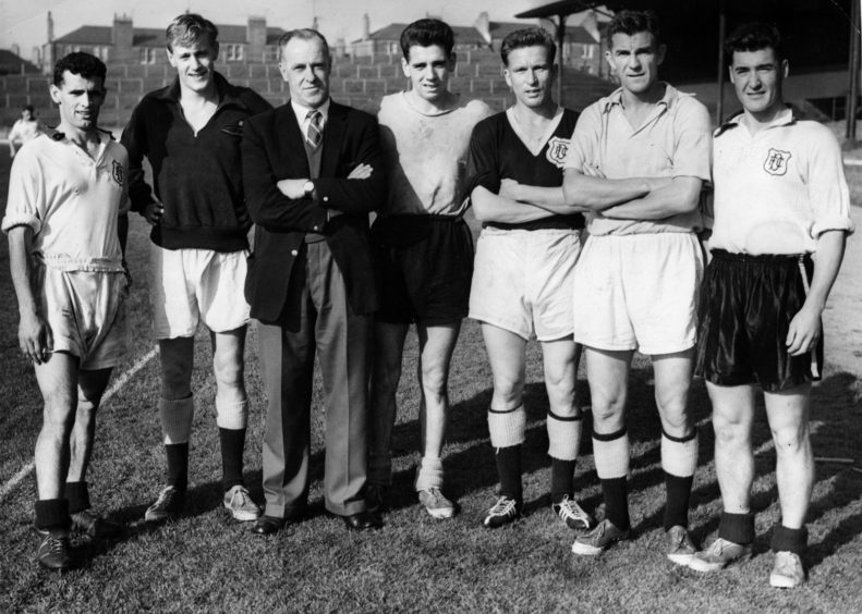 Bob Shankly pictured with Dundee players
