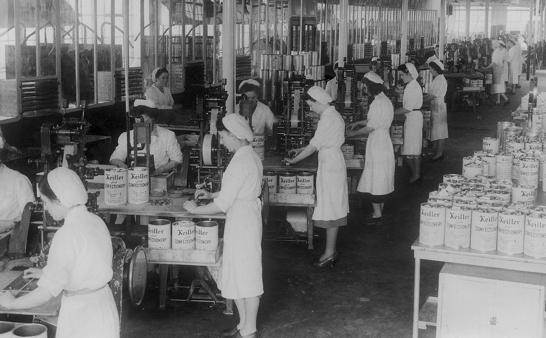 Confectionery workers in the Keiller factory.