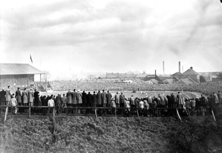 Crowds flock to Dens in 1953.