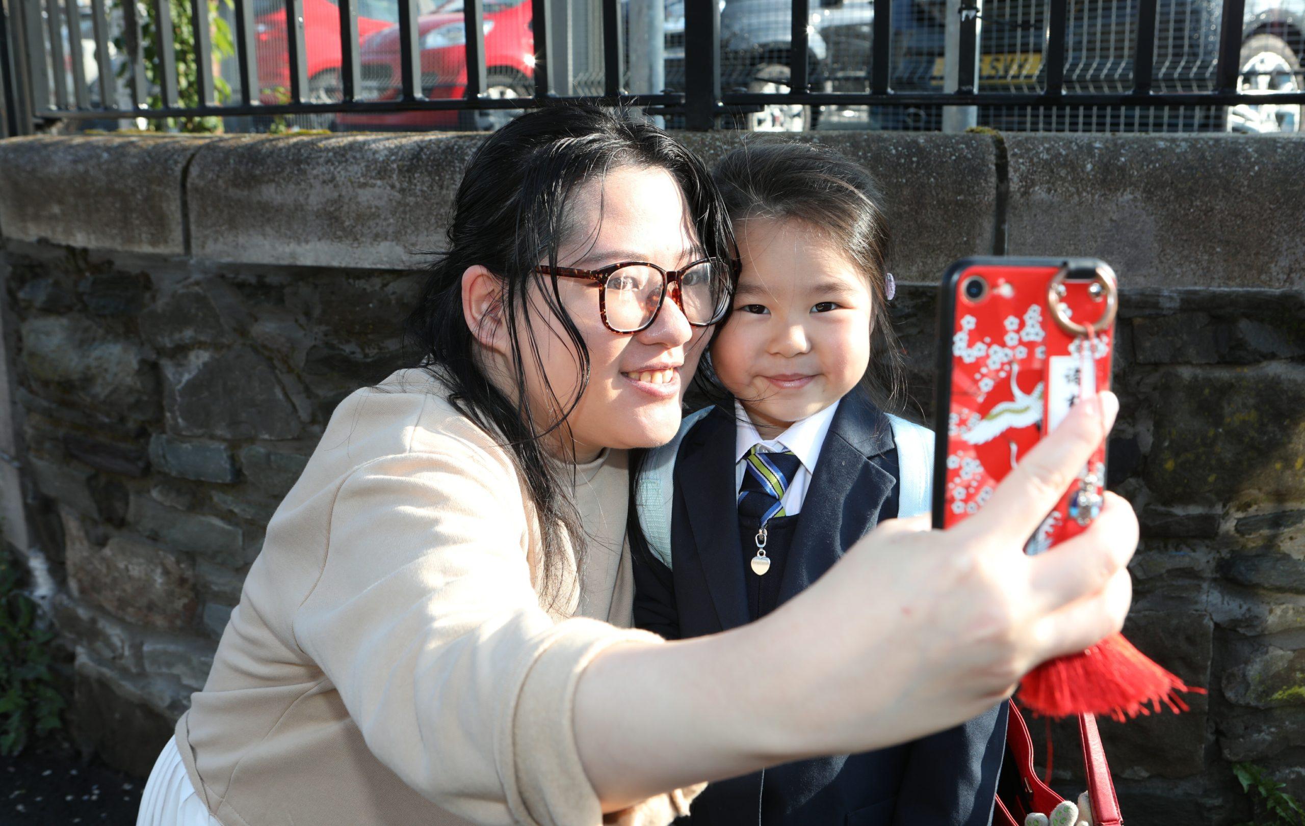 Ophelia Cheng with mum Fan Li.