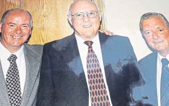 Billy Grier (left) and his brother George alongside Dundee United legend Jim McLean