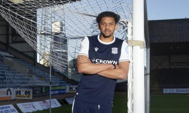 Osman Sow has signed a one-year deal at Dundee.