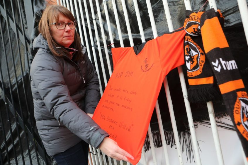 Kelly Ross, 47, ties a strip on the gates at Tannadice.