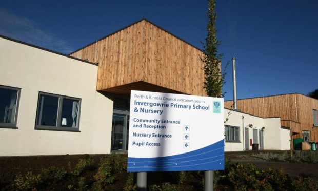 Dundee City Council chiefs have recommended proposals to remove Invergowrie Primary School from the Harris Academy catchment area.