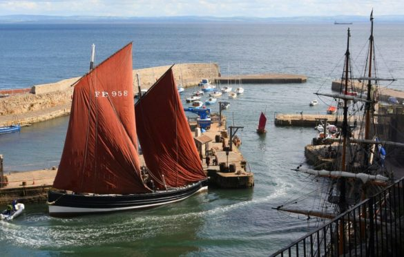 Extras on the set of Outlander Season 2 which was partly filmed at Dysart Harbour.