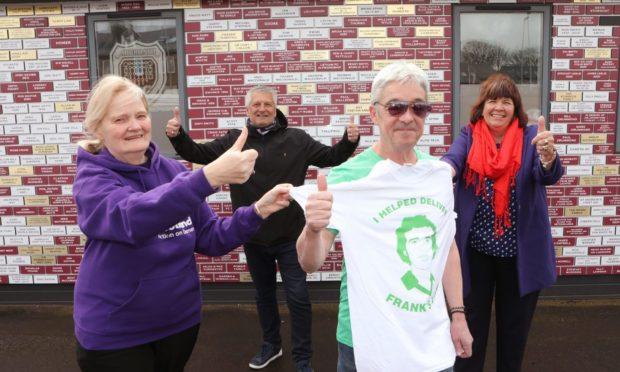 Eddie McCluskey with Alzheimer Scotland dementia resource worker Pat Brodlie, Arbroath FC chairman Mike Caird and Amanda Kopel.