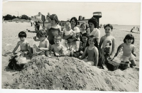 Children in the Broughty Ferry sand in July 1987.