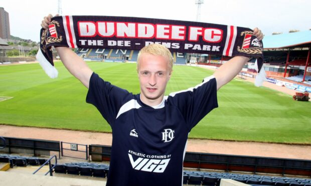 Leigh Griffiths signing for Dundee in 2009.
