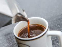 Regular coffee drinkers were found to be more sensitive to its aroma than non-coffee drinkers (PA)