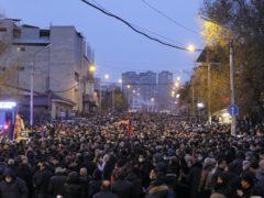 Opposition demonstrators rally to pressure Armenian prime minister Nikol Pashinyan to resign (PAN Photo/AP)