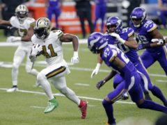 Alvin Kamara runs in for a touchdown (Brett Duke/AP)