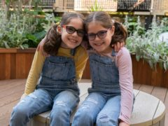 Seven-year-old twins Iona and Beth Farshi (GOSH)