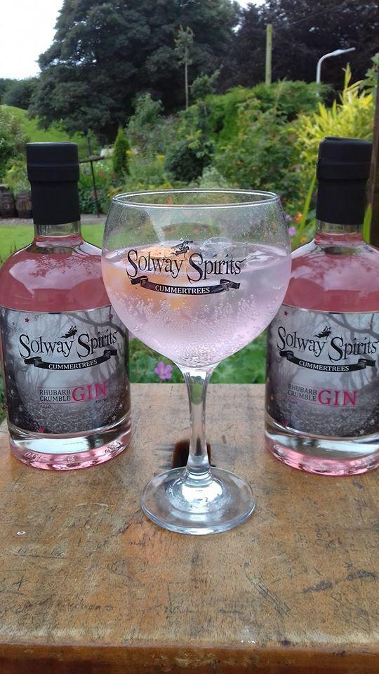 rhubarb crumble gin