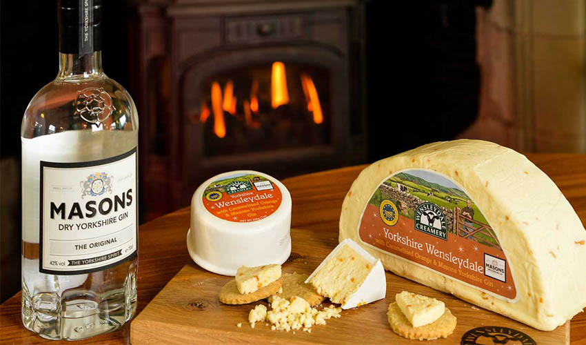 Featured Image for Dreamy Orange and Masons Yorkshire Gin Cheese Is the Ultimate Pairing