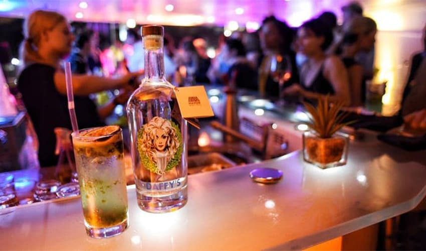 daffy's gin dining experience