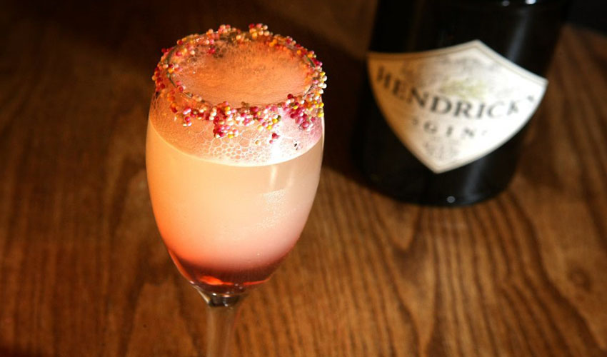 Featured Image for This Hendrick's Gin Cocktail Looks and Tastes Just Like a Fab Ice Lolly