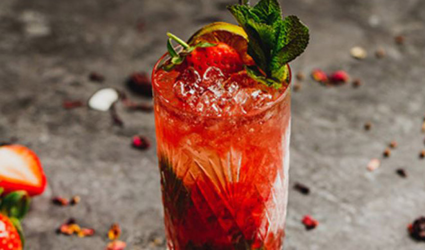 piston strawberry gin smash