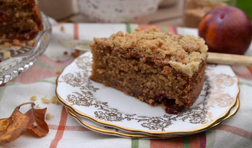 Featured Image for Spiced Plum Gin Crumble Cake Will Be Your New Autumnal Obsession