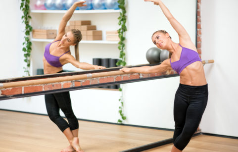Woman-discovering-the-benefits-of-barre-workouts