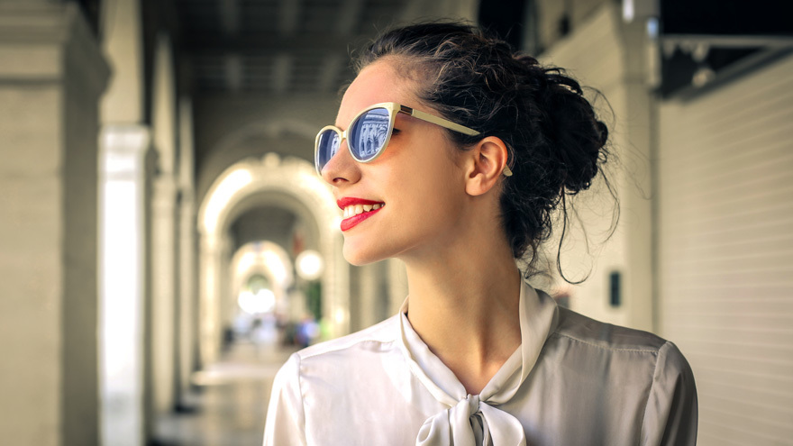 Glam lady in city Pic: Rex/Shutterstock