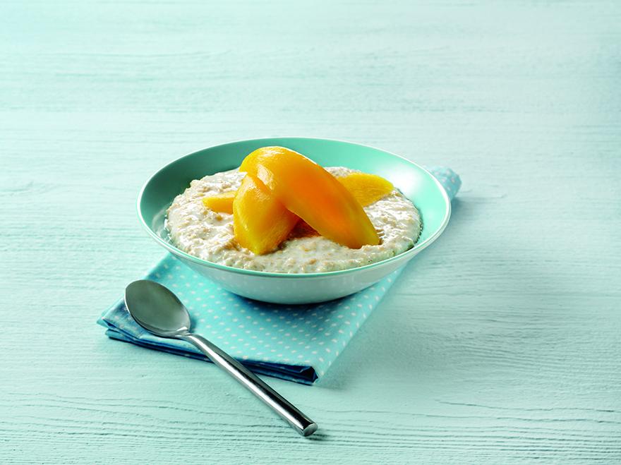 Porridge with mango slices