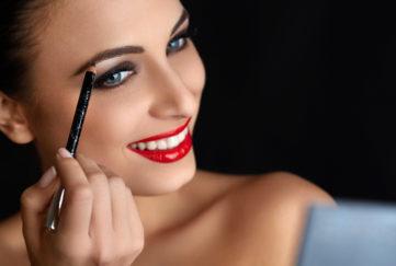 woman pencilling brows
