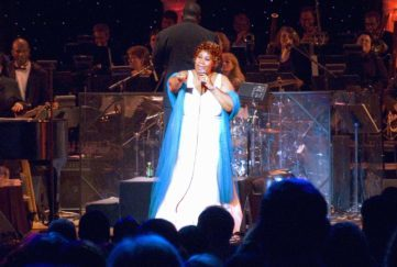 Aretha Franklin performing at the official opening of the William J. Clinton Presidential Library November 18, 2004 Pic: Rex/Shutterstock