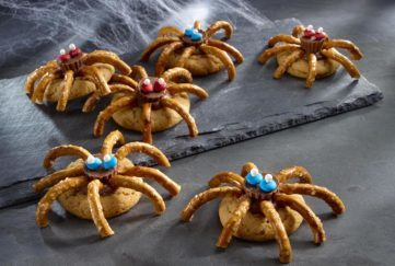 Cookies decorated as spiders