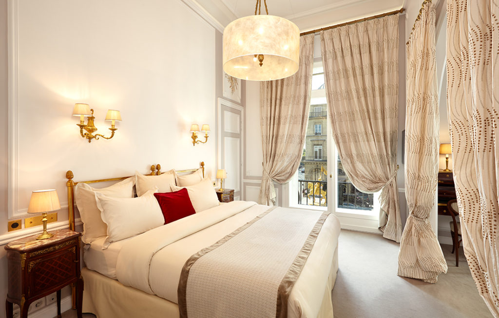 Ragina bedroom