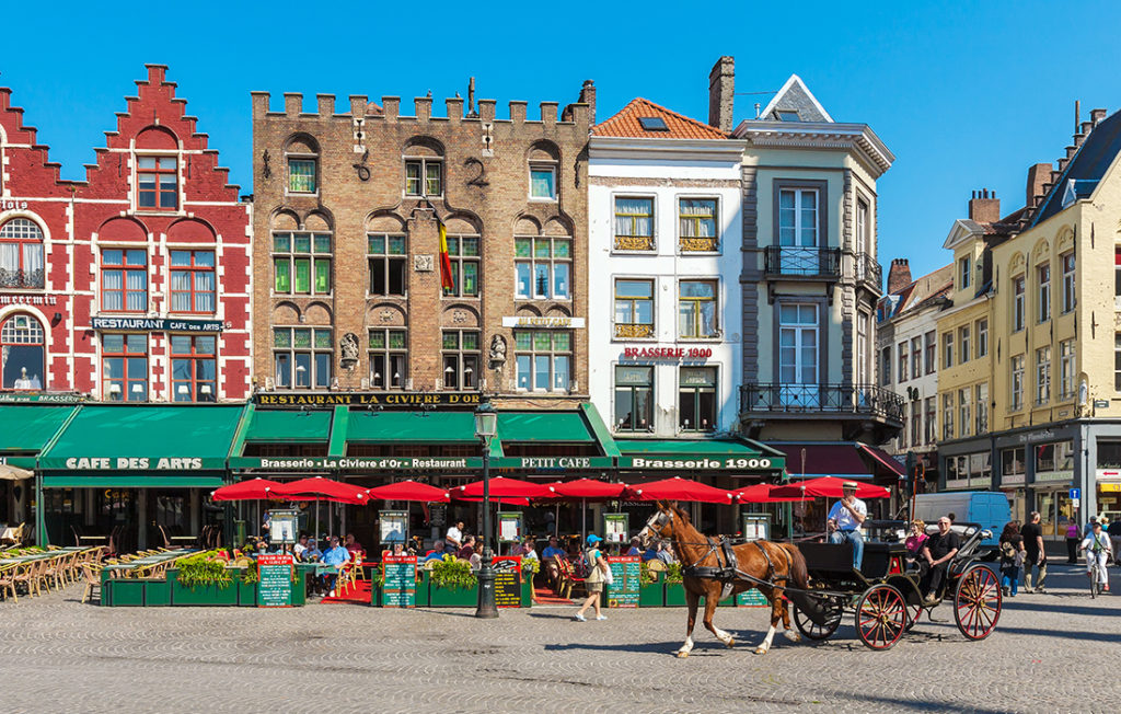 Horse-drawn carriage on the Grote Markt Pic: Istockphoto