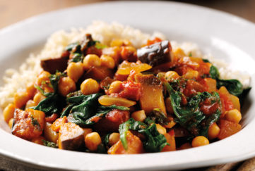 Bowl of spinach and aubergine curry with chickpeas and tomato