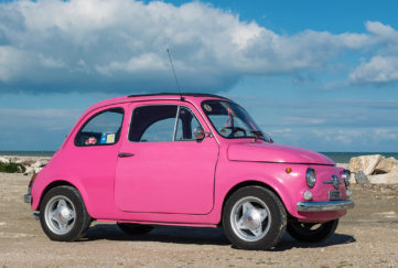 _PPPPPPPPPPPPPPPPPPPPPPPPPPPPPPPPPPPPPPPPPP000000000000000Bright pink small car, Fiat 500, parked by the sea on a sunny day