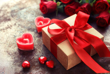 Present and roses for Valentine's Day Pic: Shutterstock