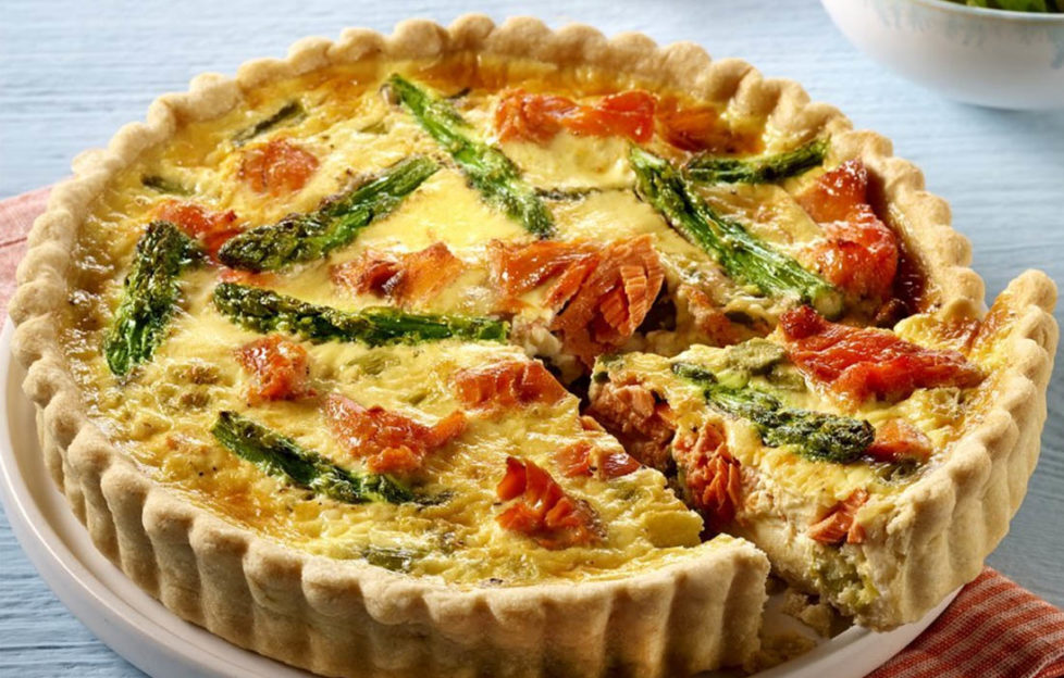 Salmon quiche with asparagus and spring onions